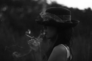タバコ 女性 フリー